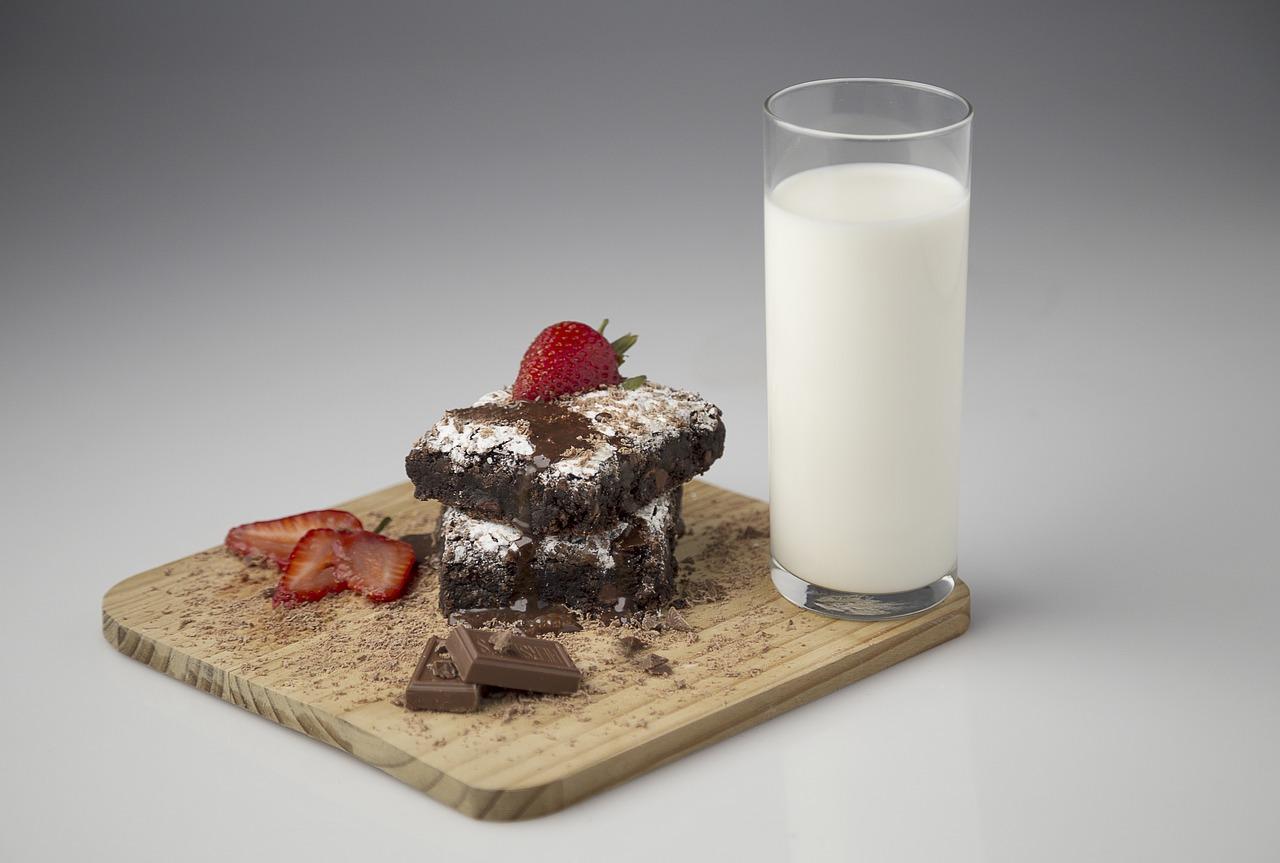 牛乳 チョコレート ブラウニー